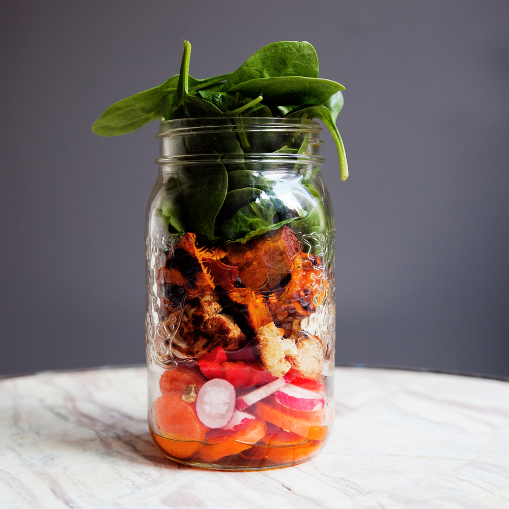 How to make a salad in a mason jar